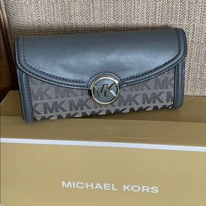 Michael Kors Fulton Continental Wallet Grey